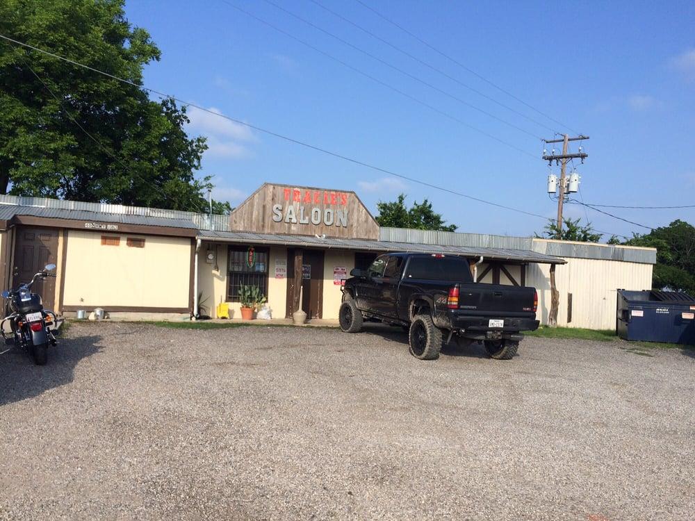 Tracies: 657 County Road 263, Moulton, TX