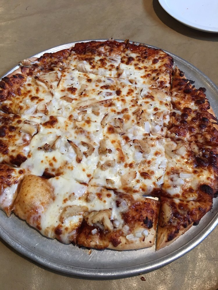 Slider's Pizza & Pub: 16002 N 2nd St, Chillicothe, IL