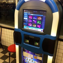 Waffle house 10 photos salad 5555 buford hwy for Waffle house classic jukebox favorites