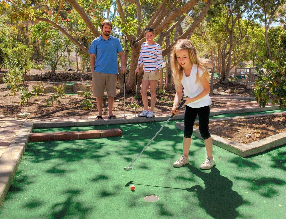 Golf Gardens: 10 Island Plz, Avalon, CA