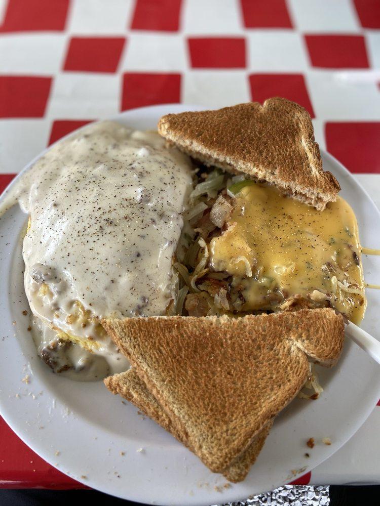 Snoring Bear Diner: 4543 E Lamar Alexander Pkwy, Walland, TN
