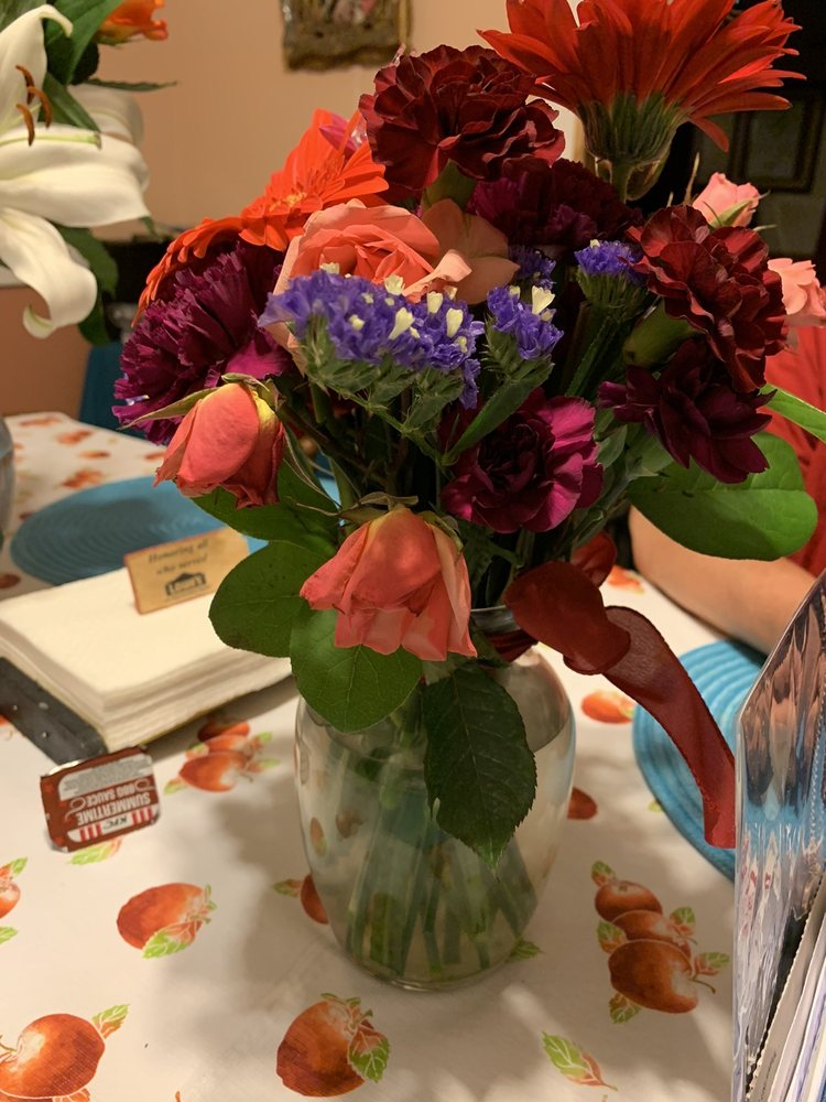 The Barefoot Florist: 6120 William Penn Hwy, Mifflintown, PA