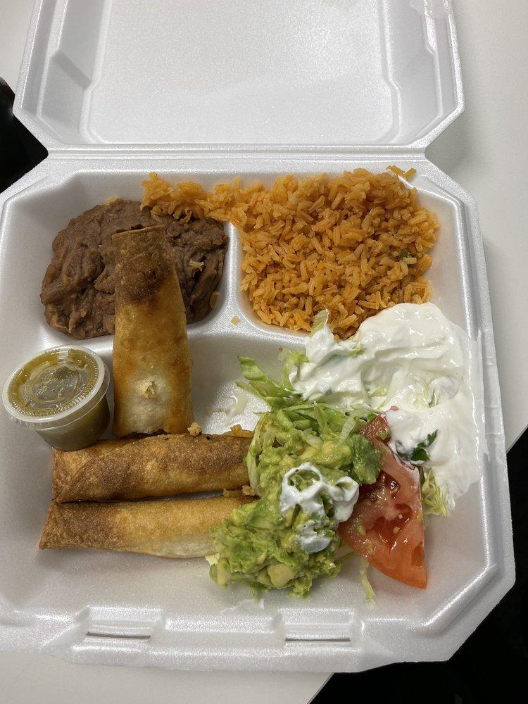 The Flying Chancla Mexican Restaurant: 23535 I-10, San Antonio, TX