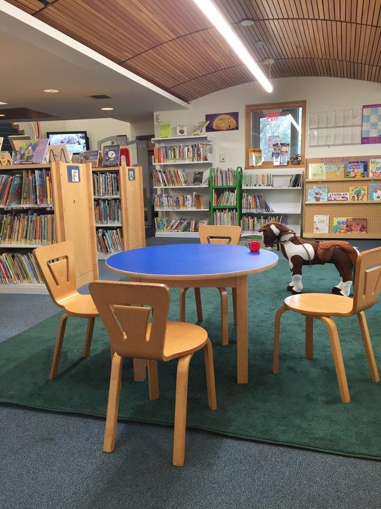 Tredyffrin Public Library: 582 Upper Gulph Rd, Strafford, PA