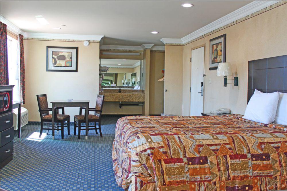 Crystal Inn Suites & Spas LAX