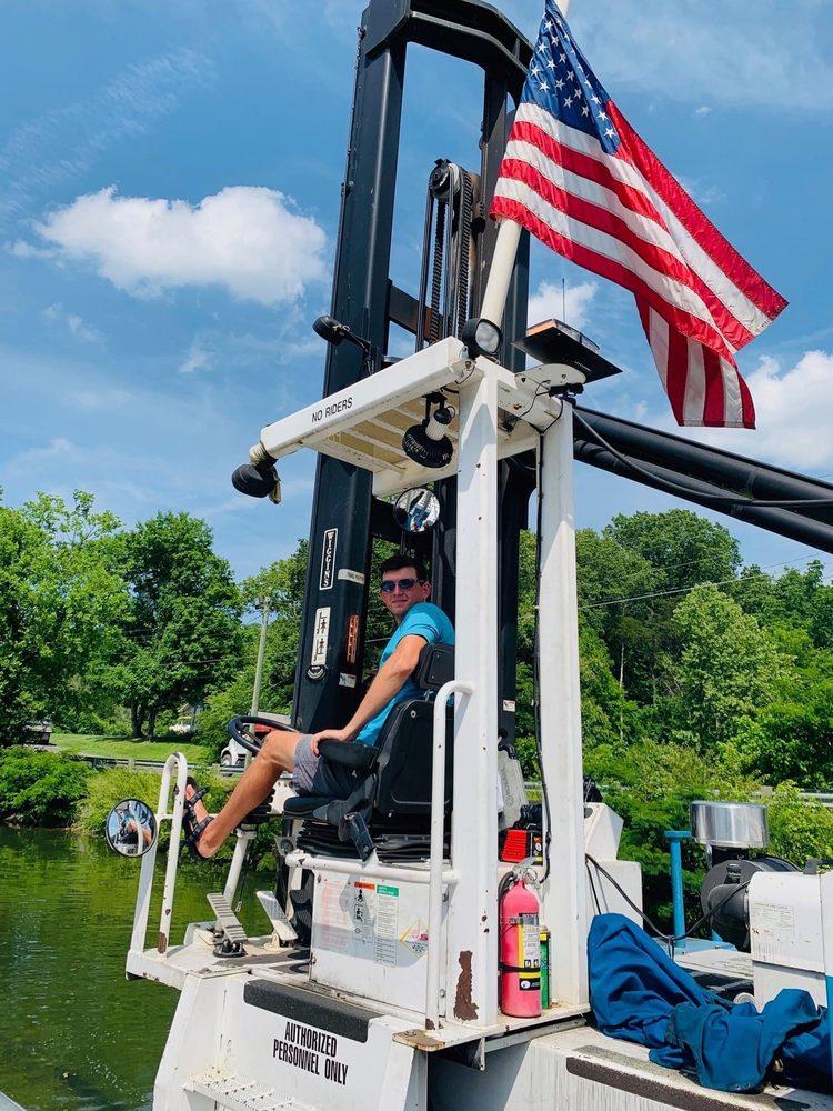 Louisville Landing Marina: 2932 Louisville Boatdock Rd, Louisville, TN