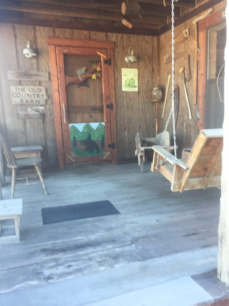 The Old Country Barn Gift Shop: 105 1st St N, Clanton, AL