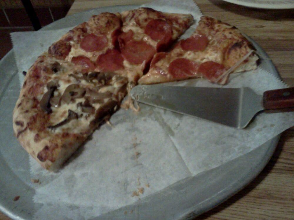 Bellisario Pizza Shop: 1842 Homeville Rd, West Mifflin, PA