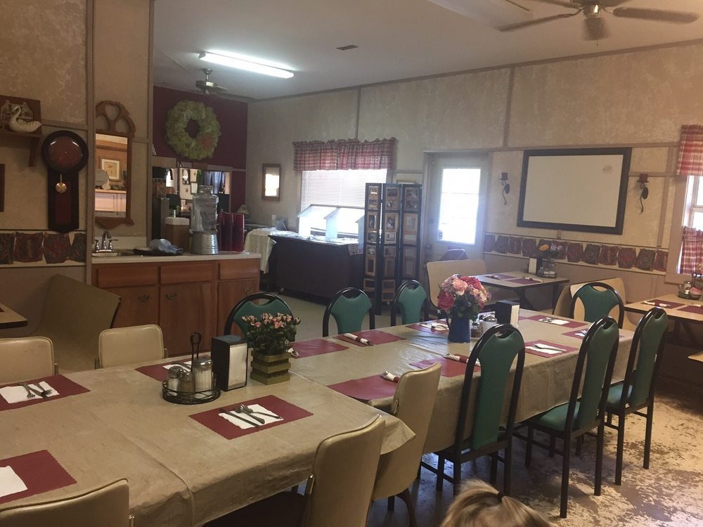 Crow's Nest Diner & Pizzeria: 206 N St Hwy 21, Caledonia, MO