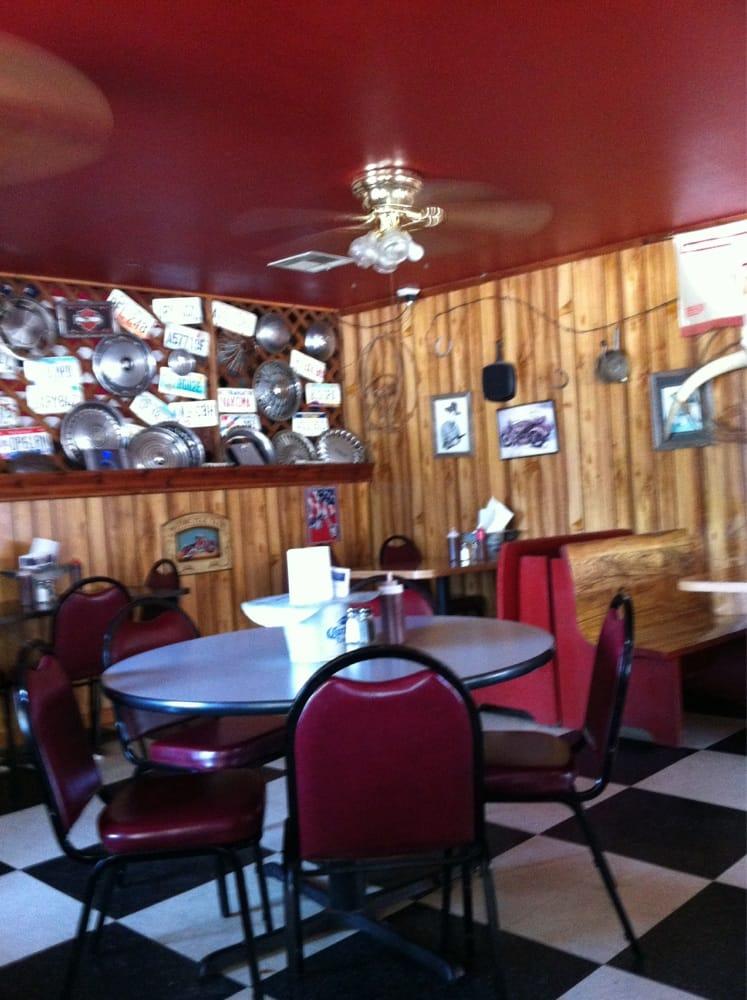 Big Daddy's Smokehouse: 220 N Main St, Lexington, OK