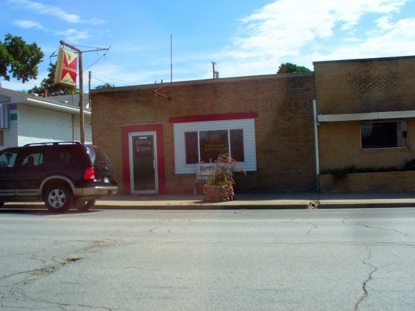 Terri's Place Bar & Grill: 520 State St, Mound City, MO