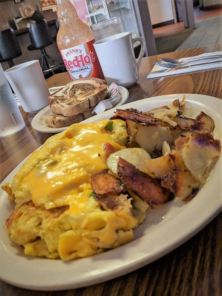 Arlene's Diner: 101 E Main St, Otisville, MI