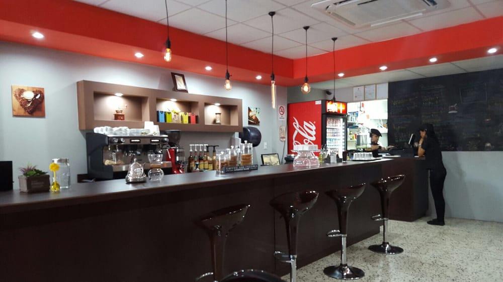 Kaffee Tostaó: Puerto Rico 31 Km24.7, Juncos, PR