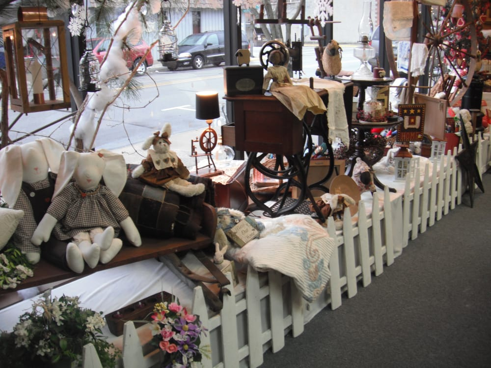 Country Lane General Store: 221 N Main St, Auburn, IN