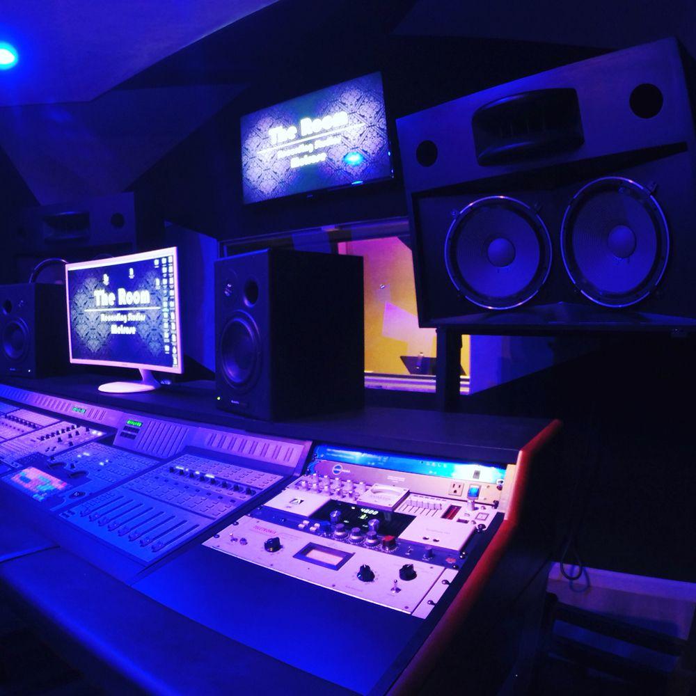 The Room Studios Melrose: 7449 Melrose Ave, West Hollywood, CA