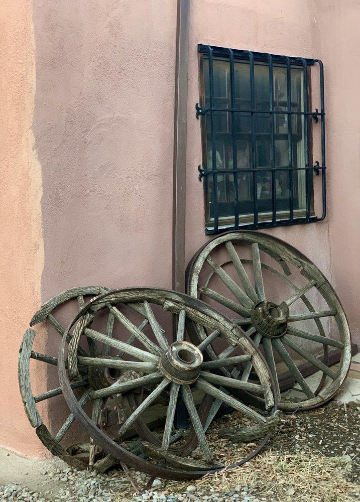 La Dona Luz Inn Bed & Breakfast: 114 Kit Carson Rd, Taos, NM