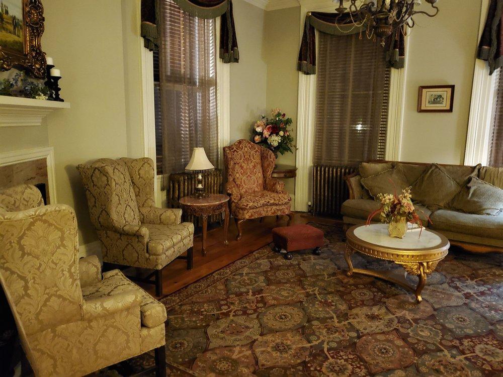 The Londonderry Inn: 2764 Horseshoe Pike, Palmyra, PA