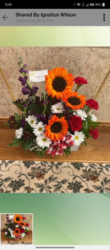 Silver Bell Flowers: 506 Lincoln Ave, Cloverdale, IN