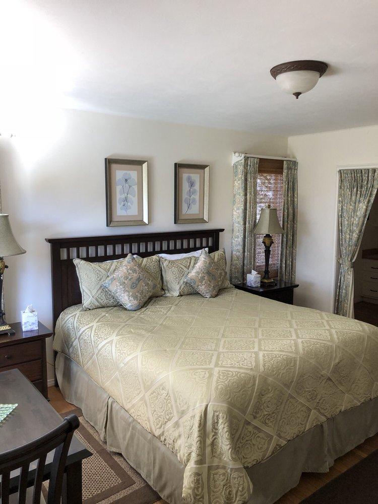 Ojai Retreat & Inn: 160 Besant Rd, Ojai, CA