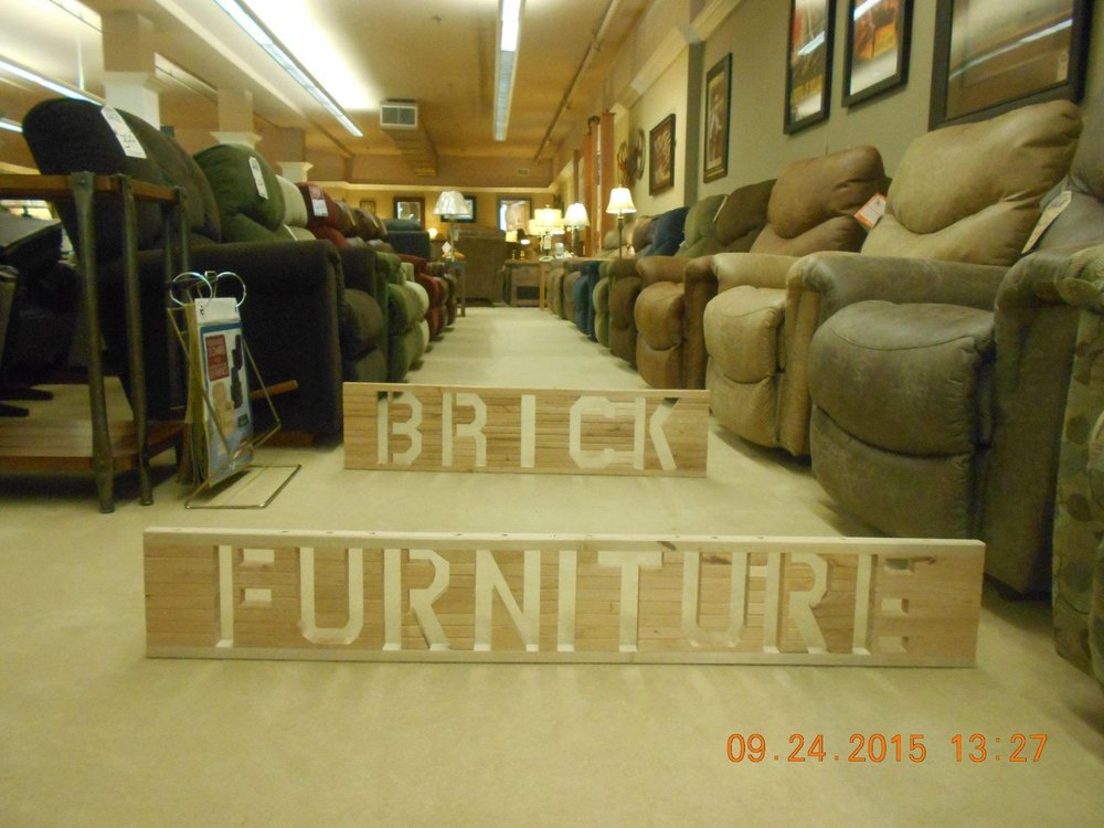 Brick furniture beds mattresses 107 federal ave n for Furniture and mattress outlet mason city iowa