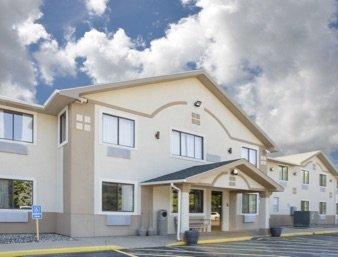 Super 8 by Wyndham Howe: 7333 N. State Rt 9, Howe, IN