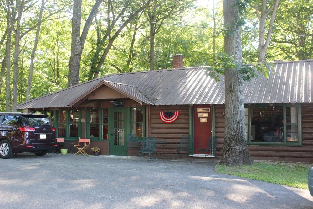 Cabin Fever Round Lake Resort: 6503 E Sugar Grove Rd, Fountain, MI