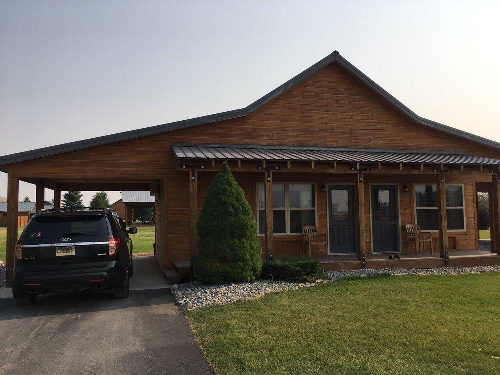 Riverstone Family Lodge & Cabins: 6370 Us Highway 93 N, Eureka, MT