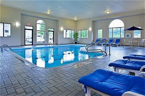 Holiday Inn Express Pittsburgh-North: 10 Landings Dr, Harmarville, PA