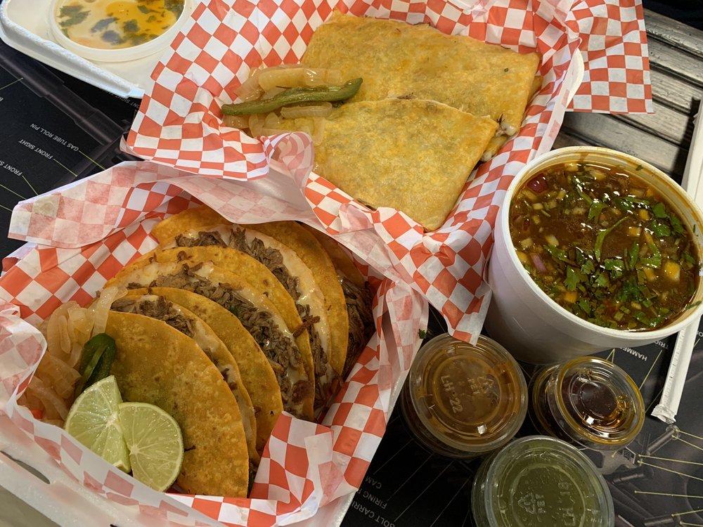 Tacos Y Birria La Perla: 849 W Pacheco Blvd, Los Banos, CA