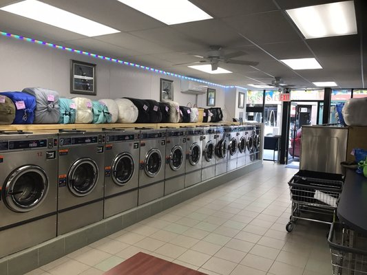 Supreme laundromat 96 ave b new york ny mapquest hotels nearby solutioingenieria Image collections