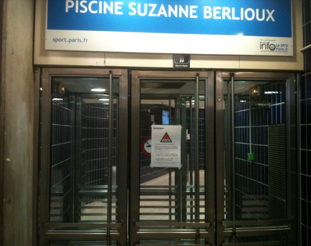 When you finally find the entrance this is what it looks for Piscine nocturne paris