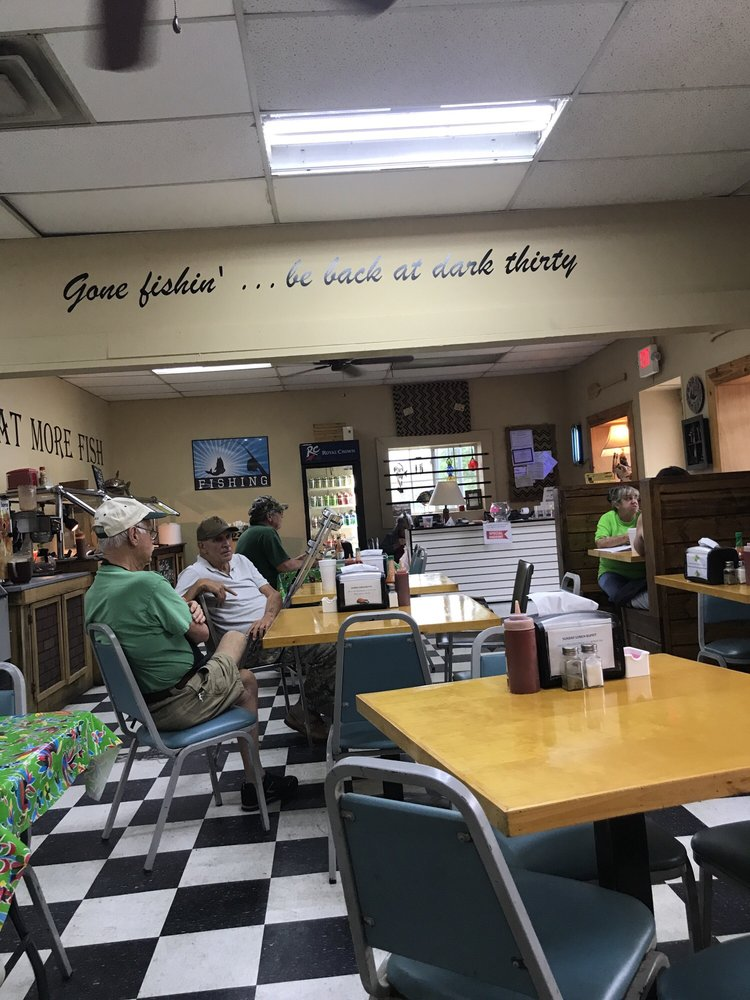 Pats Fish House: 2452 Hwy 280 W, Cordele, GA