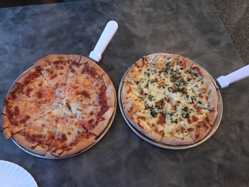 DiCintio's Pizza Cucina: 224 W Main St, Marlow, OK