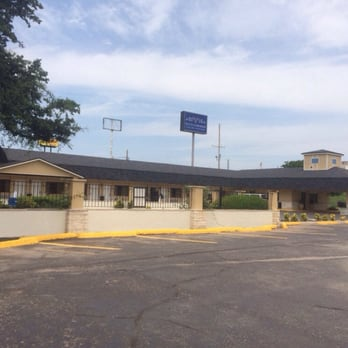Photo Of Hotel Vernon Tx United States Outside On The Property