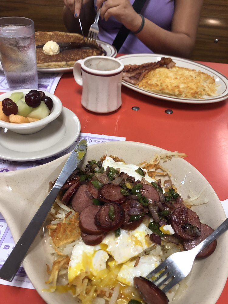 Del's Cafe: 1012 Whitewater Ave, Saint Charles, MN