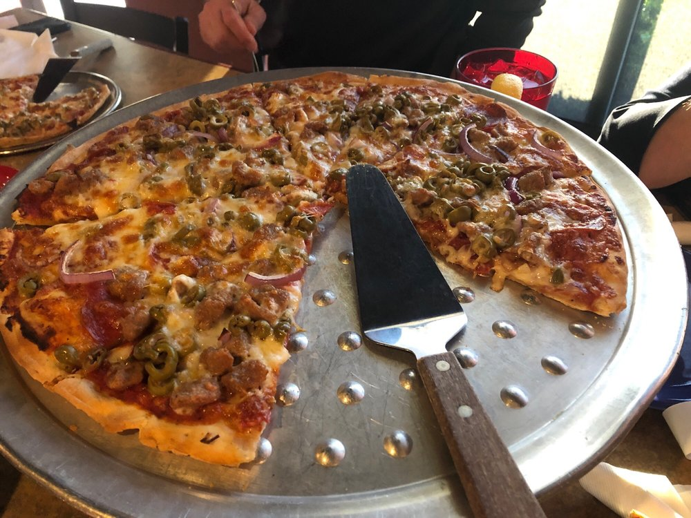 gusanos pizza lunch special