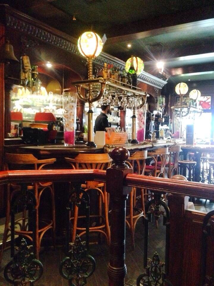 Au bureau closed pubs 16 place aristide briand for O bureau restaurant