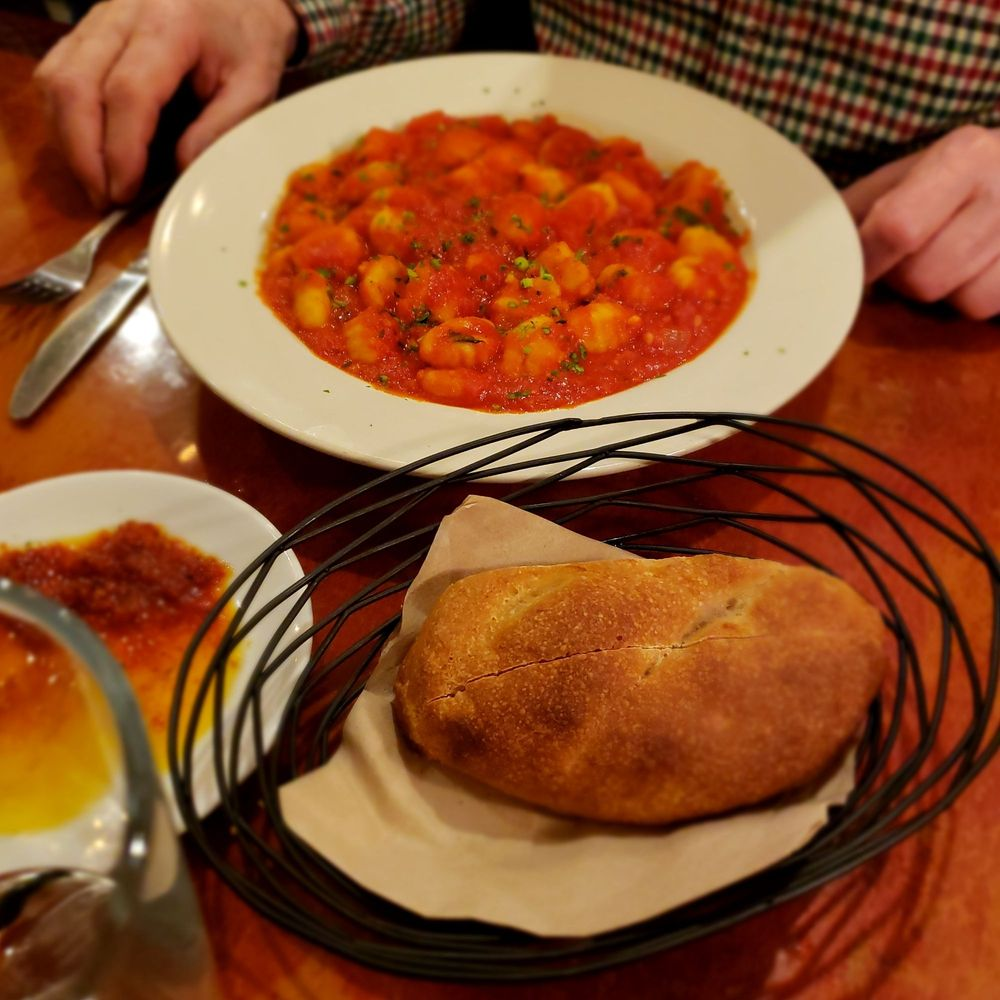 Grazie! Italian Grill: 1860 Catasauqua Rd, Allentown, PA