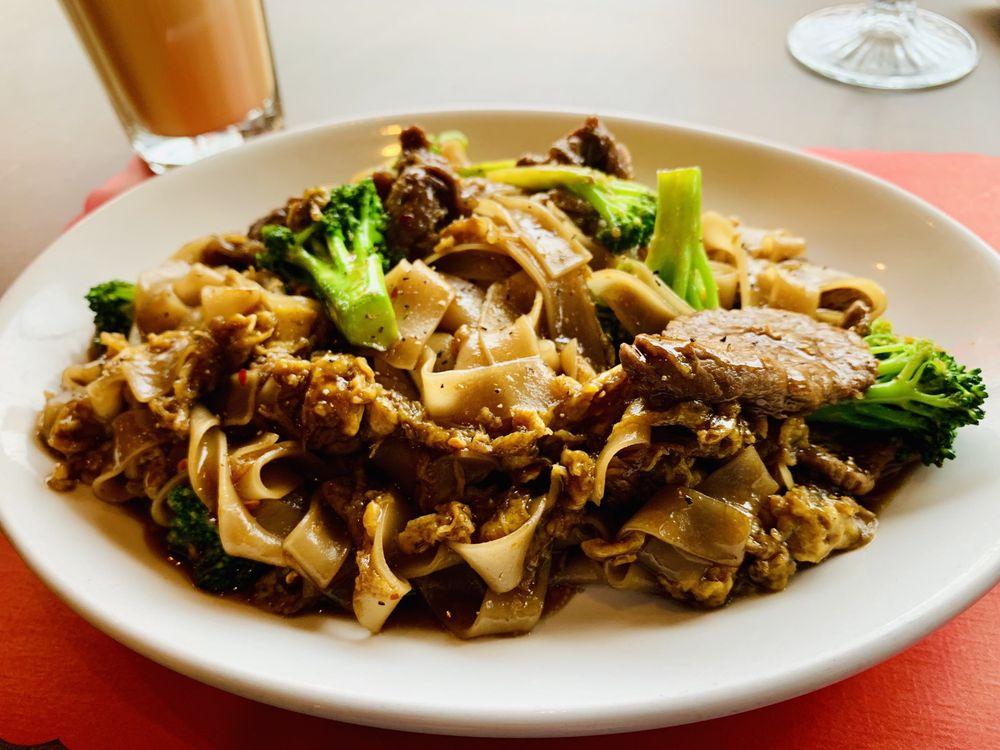 Bangkok Taste Cuisine: 15 Jefferson Ave SE, Grand Rapids, MI
