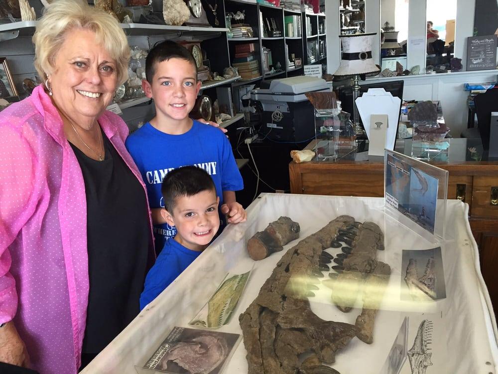 Hampton House Jewelry & Rock Shop: 305 Main St, Sulphur Springs, TX