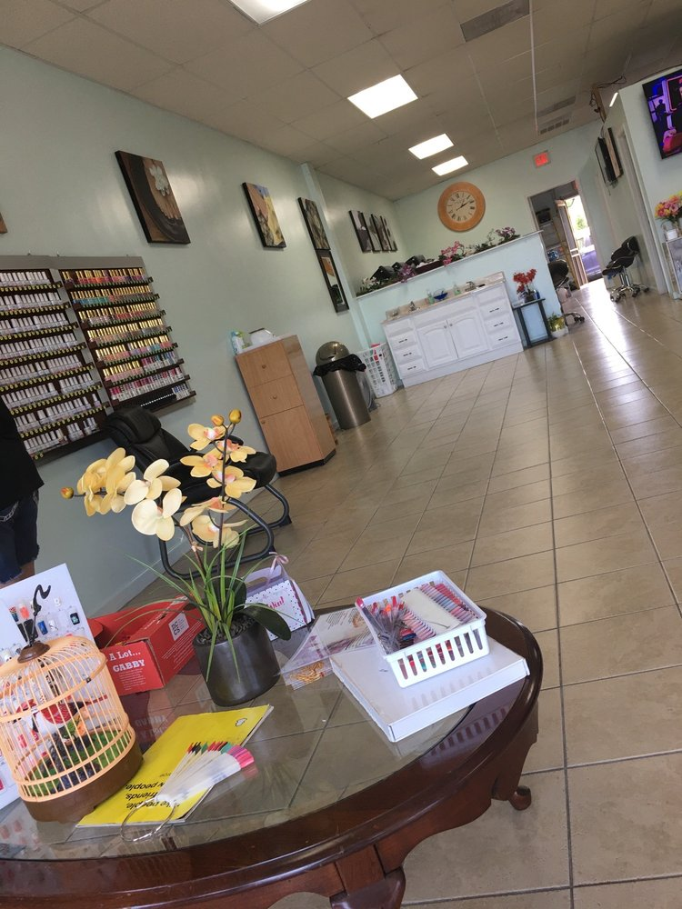 KS Nails & Spa: 109 Lew Dewitt Blvd, Waynesboro, VA