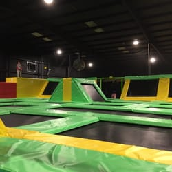 max air trampoline park 10 fotos parques de trampolim. Black Bedroom Furniture Sets. Home Design Ideas