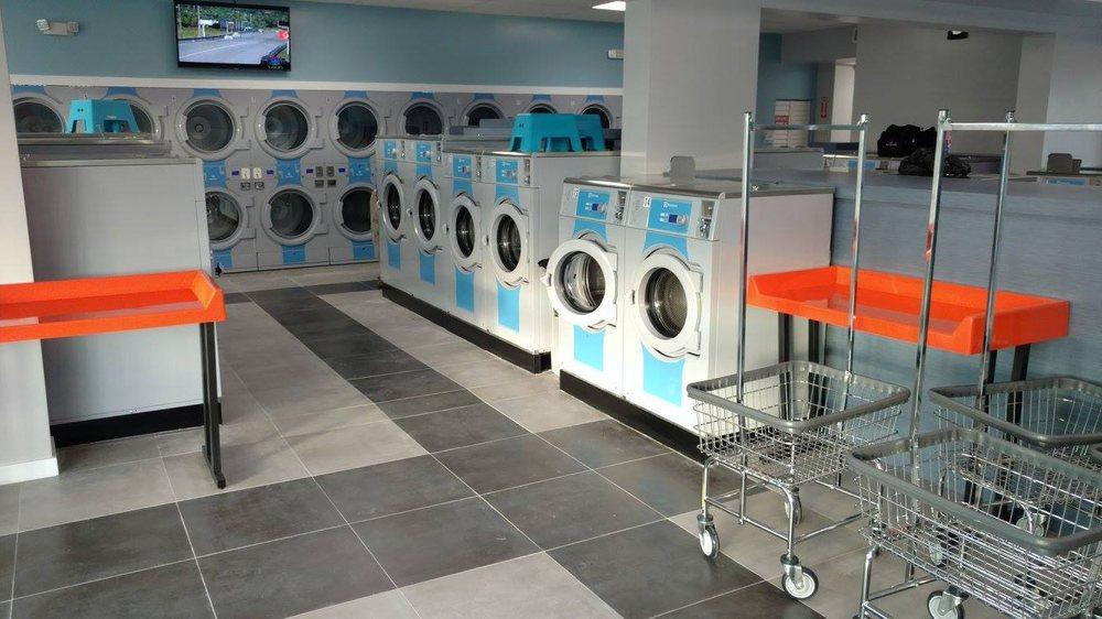 Lavanderia Coin Laundry: 402 N Dixie Hwy, Lake Worth, FL