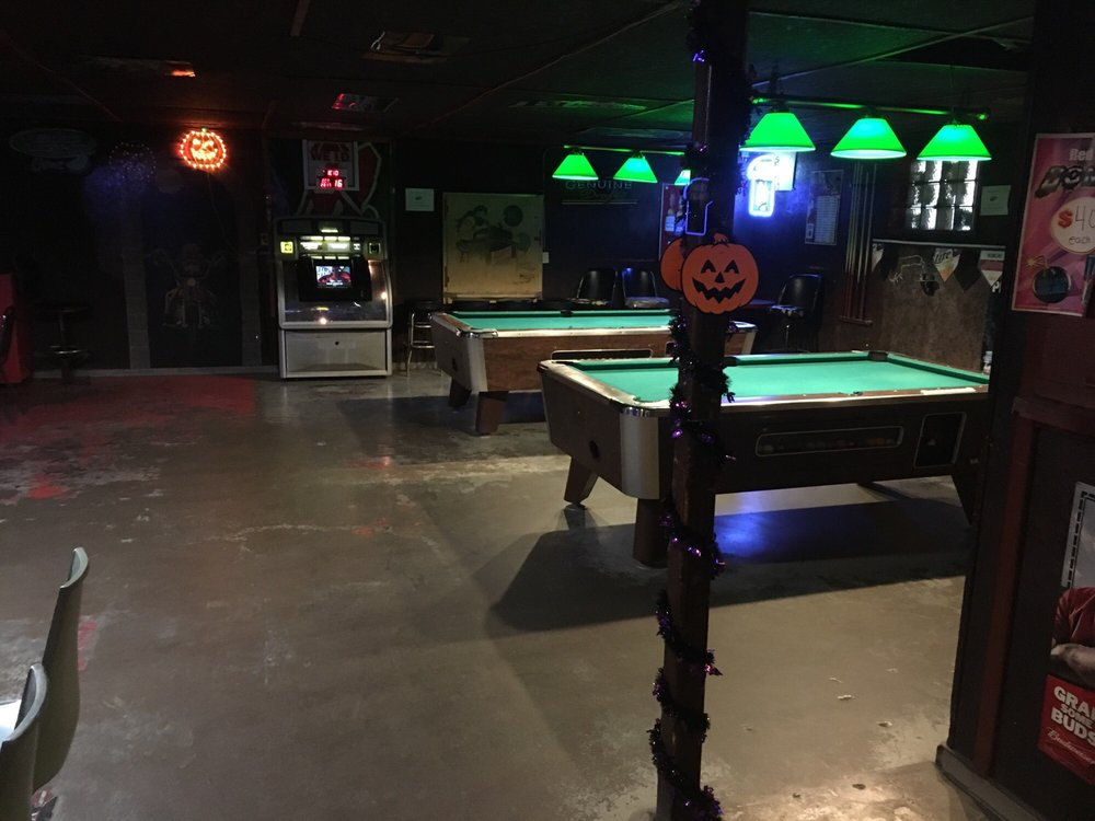 Corner Restaurant & Lounge: 701 Murray Ave, Minerva, OH