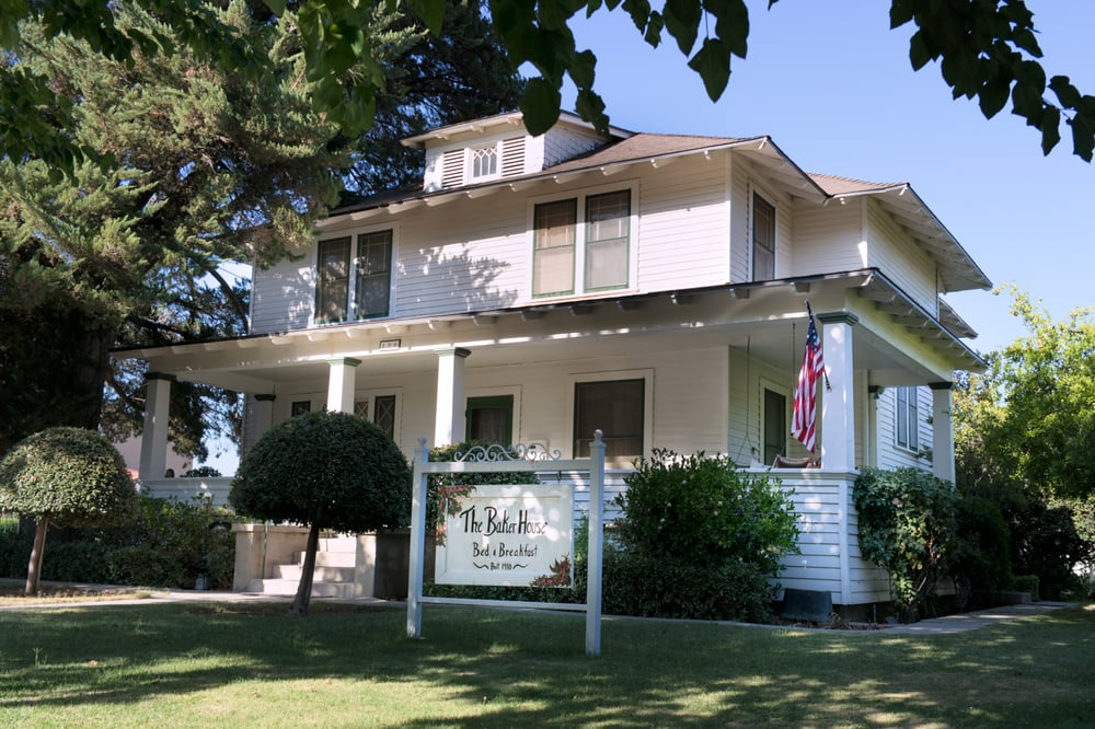 The Baker House Bed & Breakfast: 190 Mountain View Pl, Coalinga, CA