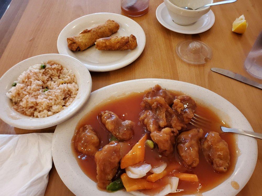 Lee's China Inn: 400 E Houston Ave, Crockett, TX