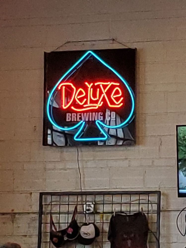 Deluxe Brewing: 635 NE Water Ave, Albany, OR