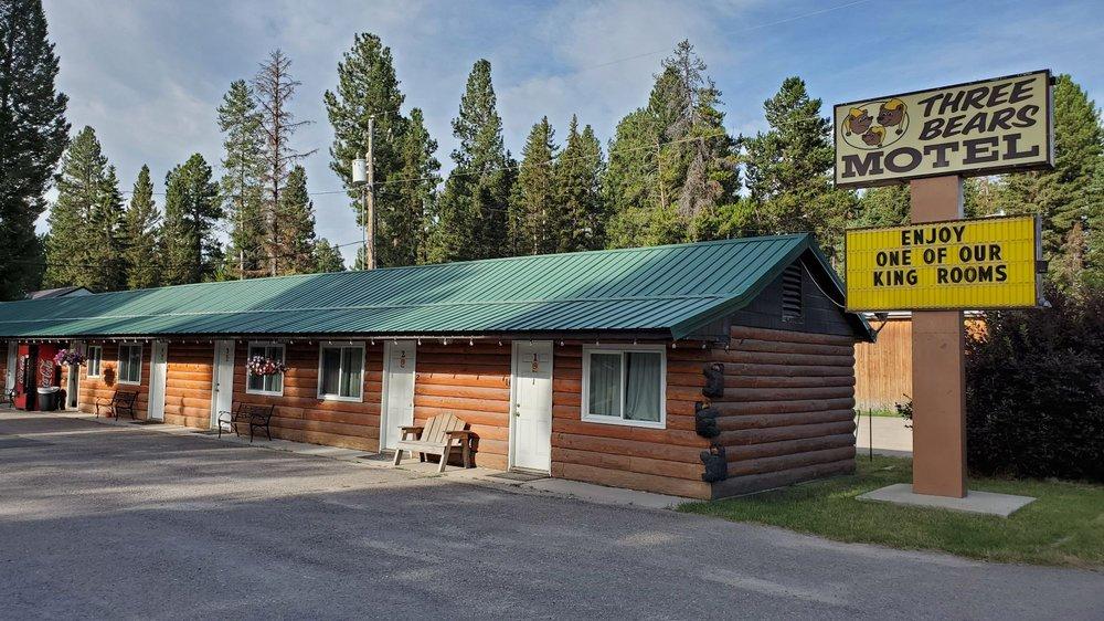 Three Bears Motel: 203 Main St, Lincoln, MT
