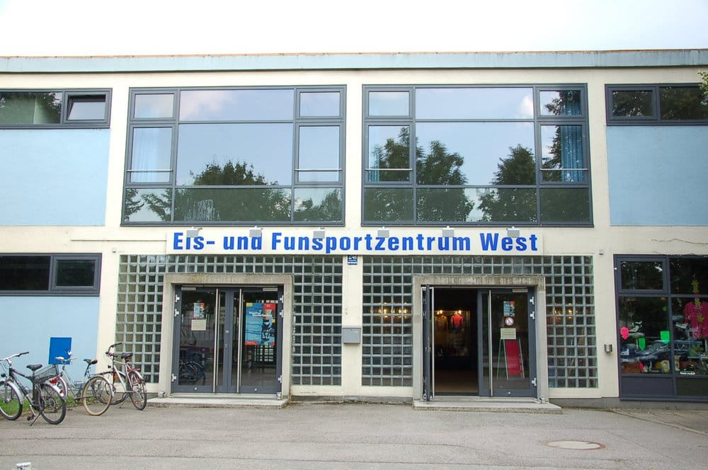 eis funsportzentrum west stadioner og arenaer agnes bernauer str 241 am westbad m nchen. Black Bedroom Furniture Sets. Home Design Ideas