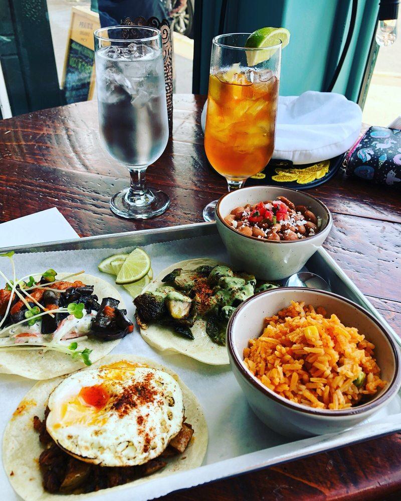 Food from Bandera Craft Tacos